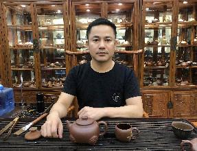 紫砂人物|景舟杯金奖得主、全手花器高手——胡仁杰